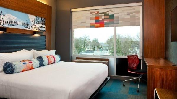 Aloft Hotel - 5