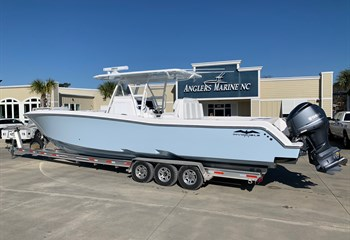 2019 Invincible 39 Ice Blue  Boat