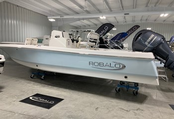 2021 Robalo 226 Cayman Ice Blue (ON ORDER) Boat